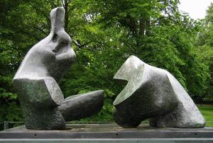 Henry Moore - Two Piece Reclining Figur..